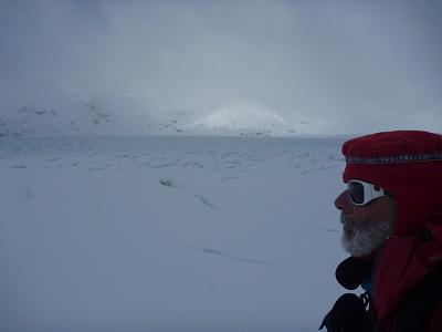 25 rob looking at glacierp1000967